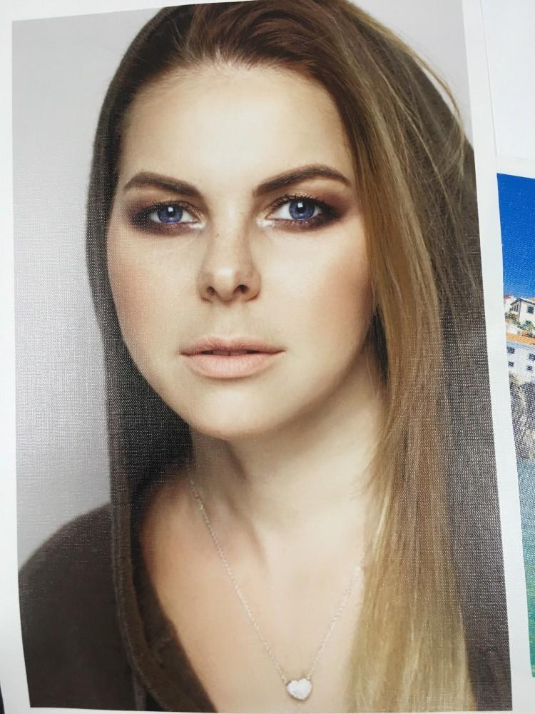 Портрет девушки. Печать на холсте