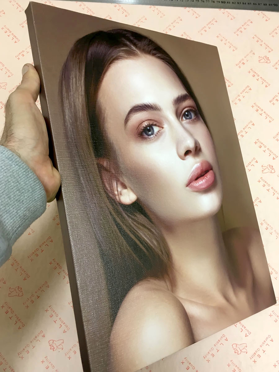 Портрет на холсте с галерейной натяжкой на подрамник
